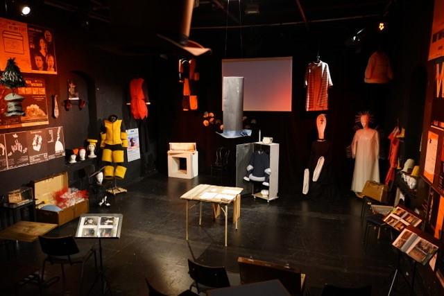 Ausstellung mit theaterrequisiten